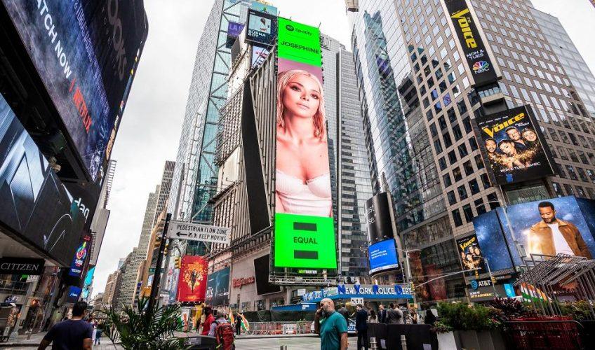 JOSEPHINE: μπήκε σε billboard στην Times Square!